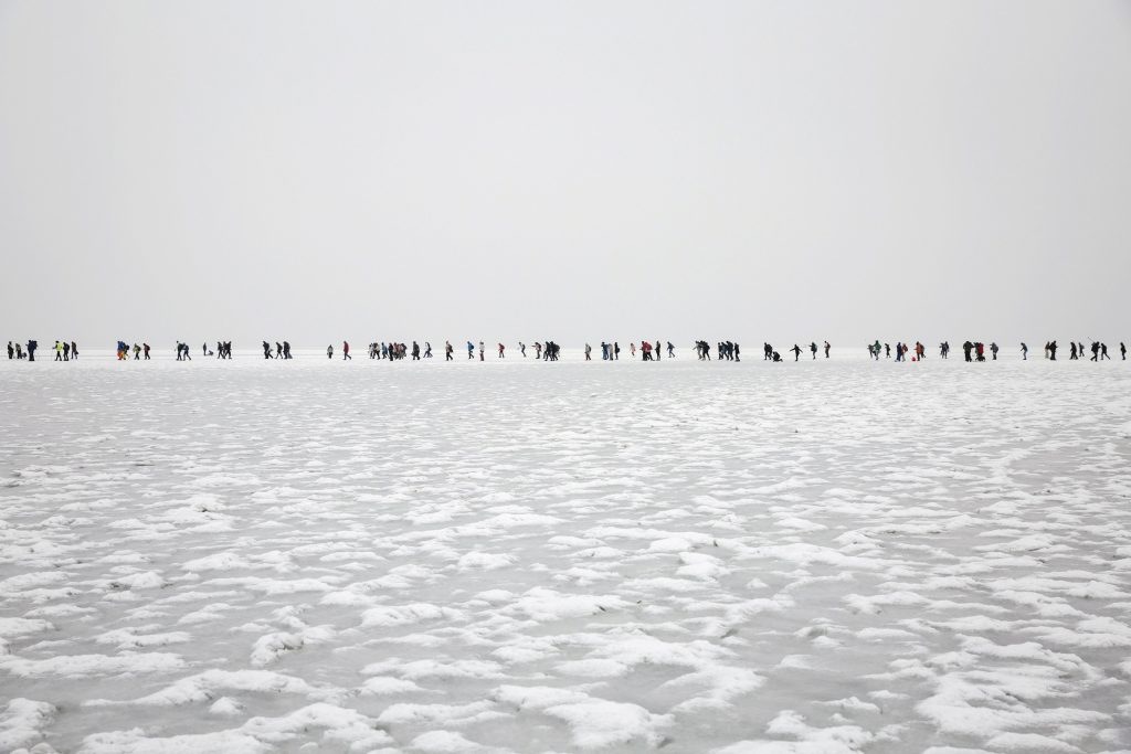The Grand Crossing: Slipping Across The Frozen Lake Balaton – Video!    post's picture