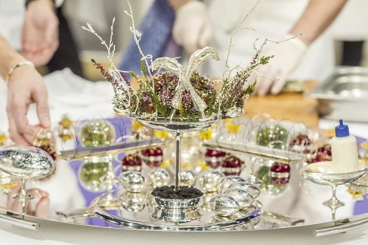 Lyon, 2017. január 24. A magyar csapat tálcája a Bocuse d'Or nemzetközi szakácsverseny lyoni világdöntõjén, a SIRHA nemzetközi vendéglátó-, szálloda- és élelmiszeripari kiállításon 2017. január 24-én. MTI Fotó: Szigetváry Zsolt
