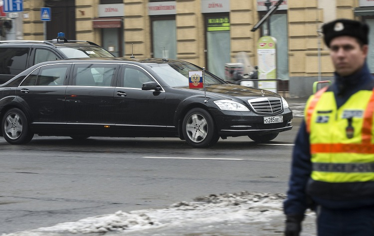 Budapest, 2017. február 2. Vlagyimir Putyin orosz elnök limuzinja a Bajcsy-Zsilinszky úton 2017. február 2-án. MTI Fotó: Marjai János
