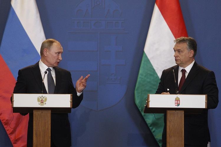 Budapest, 2017. február 2. Orbán Viktor miniszterelnök (j) és Vlagyimir Putyin orosz elnök sajtótájékoztatót tart tárgyalásuk után a Parlament Vadásztermében 2017. február 2-án. MTI Fotó: Szigetváry Zsolt
