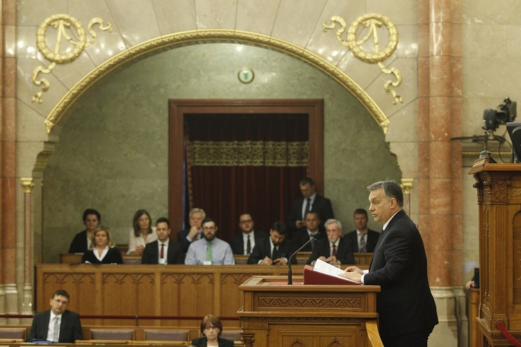 Budapest, 2017. február 20. Orbán Viktor miniszterelnök napirend elõtt szólal fel az Országgyûlés plenáris ülésén 2017. február 20-án. MTI Fotó: Szigetváry Zsolt