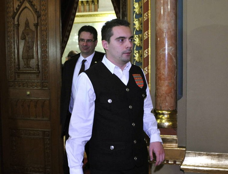 Jobbik leader Gábor Vona in the Parliament in 2010, wearing the vest of the radical nationalist paramilitary group Magyar Gárda (Photo: MTI)