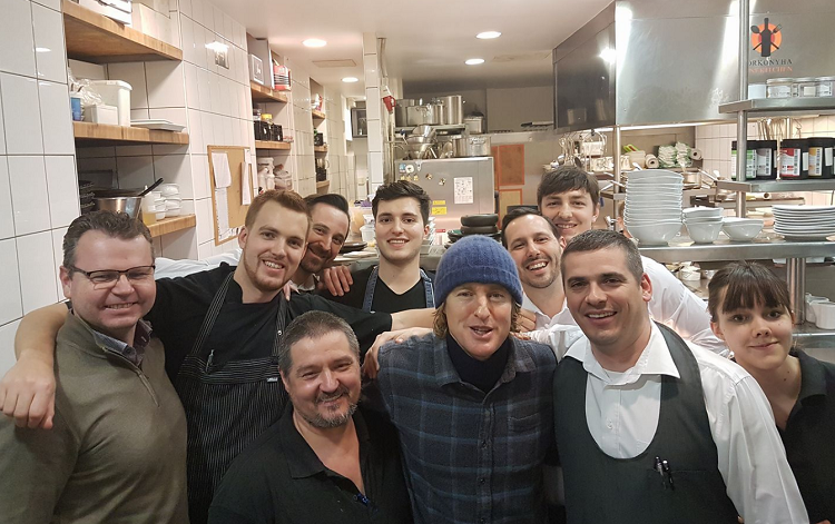 Hollywood Actor Owen Wilson Having Fun In Budapest Restaurant – Photos! post's picture