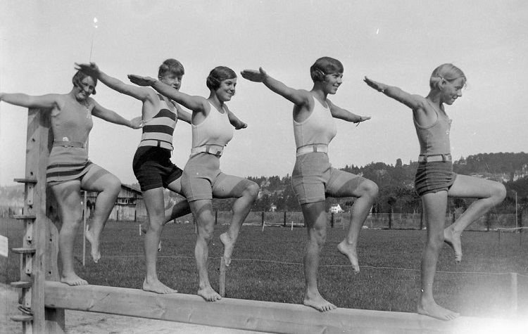 Three Hungarian girls and a boy play balance game in 1930 (photo: fortepan.hu)