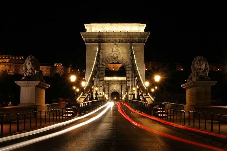 Budapest's Iconic Chain Bridge May Be Closed for Up to Two Years for Renovations post's picture