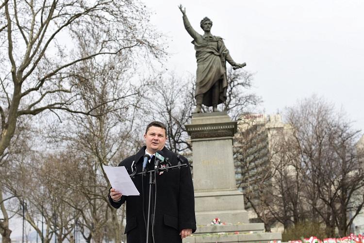 Budapest, 2017. március 15. Berkecz Balázs, az Együtt alelnöke beszédet mond pártja megemlékezésén, amelyet az 1848/49-es forradalom és szabadságharc 169. évfordulóján tartottak Budapesten, a Petõfi téren 2017. március 15-én. MTI Fotó: Szalai Eszter