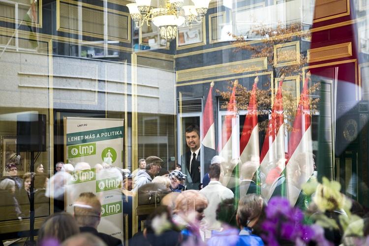 Budapest, 2017. március 15. Hadházy Ákos, a Lehet Más a Politika (LMP) társelnöke beszédet mond a párt megemlékezésén az 1848-49-es forradalom és szabadságharc 169. évfordulóján a Pilvax kávéházban 2017. március 15-én. MTI Fotó: Mohai Balázs