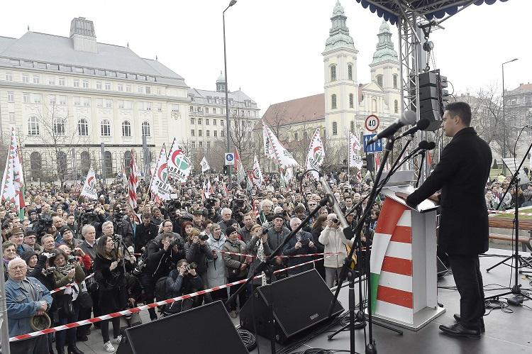 Budapest, 2017. március 15. Vona Gábor, a Jobbik elnöke beszédet mond pártja megemlékezésén a budapesti Március 15. téren az 1848-49-es forradalom és szabadságharc 169. évfordulóján, 2017. március 15-én. MTI Fotó: Kovács Tamás