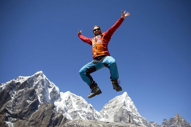 Lobuche, 2017. április 9. Klein Dávid hegymászó, a Magyar Everest Expedíció 2017 tagja útban az Everest alaptáborba Lobuche mellett 2017. április 6-án. Az expedíció célja a Föld legmagasabb csúcsa, a 8848 méter magas Mount Everest (Csomolungma) elérése oxigénpalack nélkül, elsõként a magyar expedíciós hegymászás történetében. MTI Fotó: Mohai Balázs