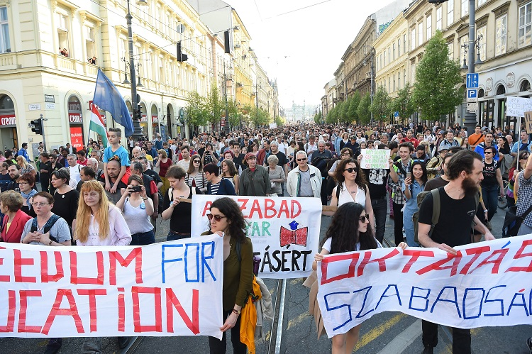 """Today it's CEU, tomorrow it Might be You"": Pro-Central European Univeristy Protest Held in Budapest Yesterday, As Hungarian European Commissioner, Universities Worldwide Express their Support post's picture"