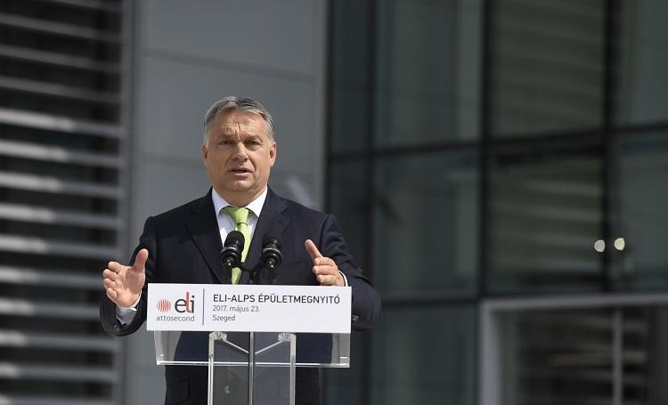 Szeged, 2017. május 23. Orbán Viktor miniszterelnök beszédet mond a szegedi ELI-ALPS Lézeres Kutatóközpont elkészült épületegyüttesének ünnepélyes megnyitóján 2017. május 23-án. MTI Fotó: Koszticsák Szilárd