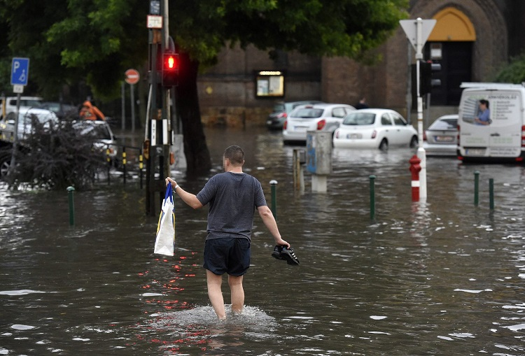 Streets Of Budapest Flooded As Hungary Hit By Heavy Rain On Tuesday Afternoon – Photos & Videos! post's picture