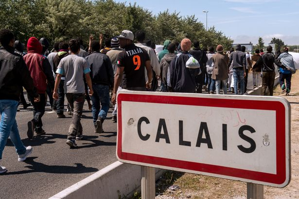 Press Report: Stone-Throwing Migrants Attack Hungarian Students' Bus Near Calais post's picture