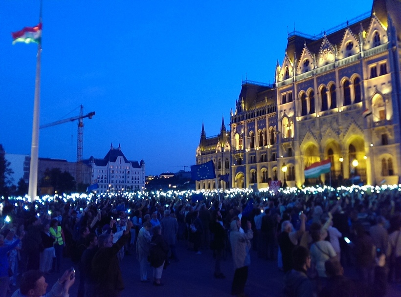 Protesters gathered in front of the Hungarian Parliament in Budapest (Photo: Huffington Post/ Dora Papp)
