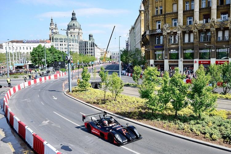 Budapest, 2017. május 1. Egy Radical SR8-as versenyautó az V. Nagy Futam elnevezésû autó- és motorsport-bemutatón Budapest belvárosában, a Deák Ferenc téren 2017. május 1-jén. MTI Fotó: Marjai János