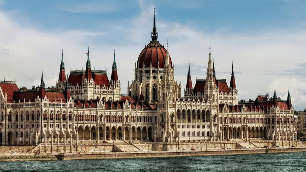 The Hungarian Parliament Is More Popular Than Notre Dame Or The Acropolis post's picture