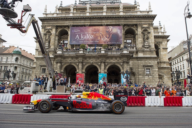 Formula 1 Racers Burn Rubber Through the Streets of Budapest: Photo Gallery post's picture