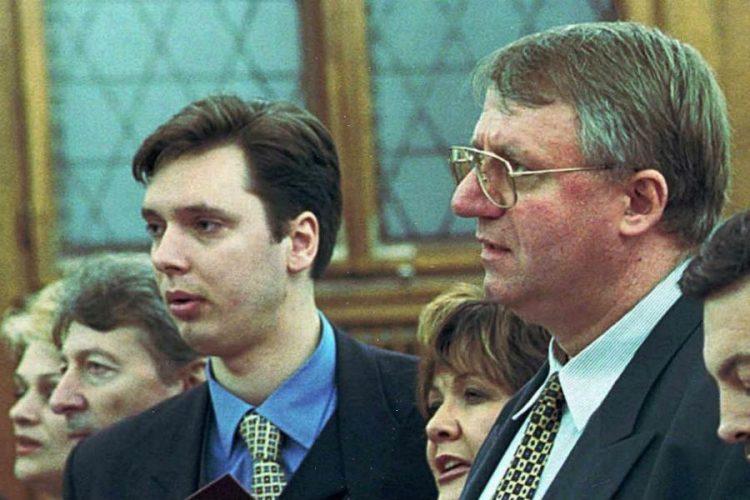 Aleksandar Vučić with Vojislac Šešelj in the mid-1990s in the Serbian Parliament (photo: balkanekspresrb.rs)