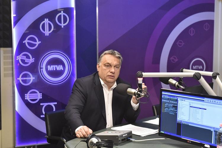Budapest, 2017. június 16. Orbán Viktor miniszterelnök a Kossuth Rádió stúdiójában, ahol interjút adott a 180 perc címû mûsorban 2017. június 16-án. MTI Fotó: Máthé Zoltán