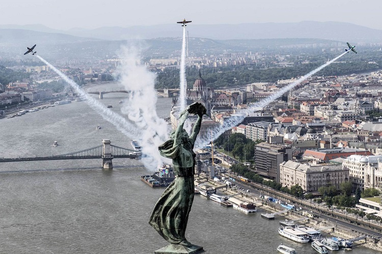 Pleasure-Flight Above The Pearl Of the Danube – Preparations for Red Bull Air Race 2017 Begin In Budapest post's picture