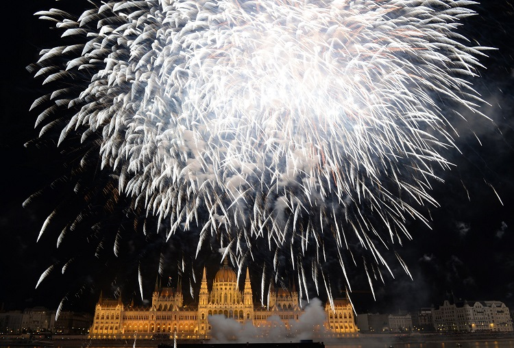 August 20 Fireworks Display to Feature 26,000 Visual Effects post's picture