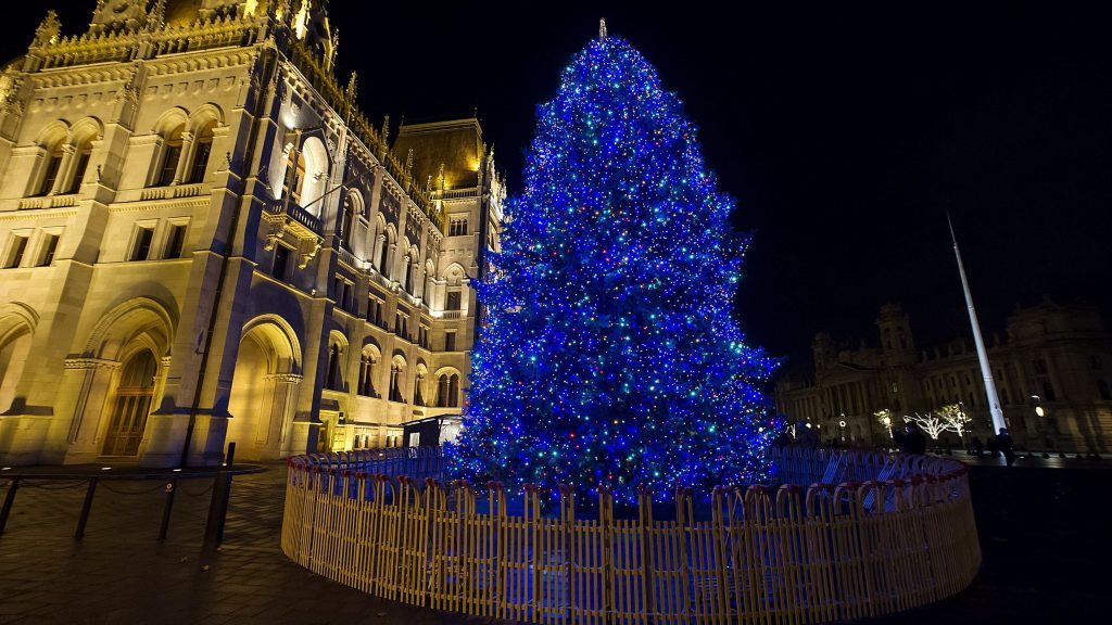 'Christmas Tree of Hungary' Presented on Budapest's Kossuth Square post's picture