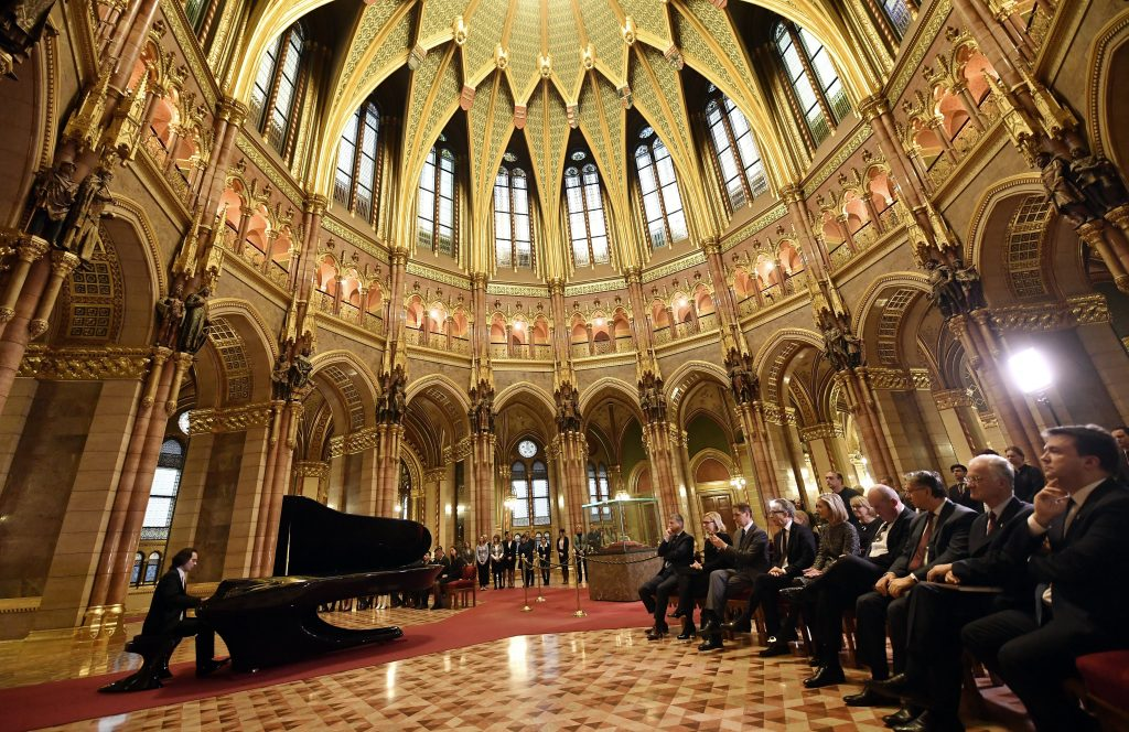 Hungarian Government Gifts Futuristic Bogányi Piano to Finland post's picture