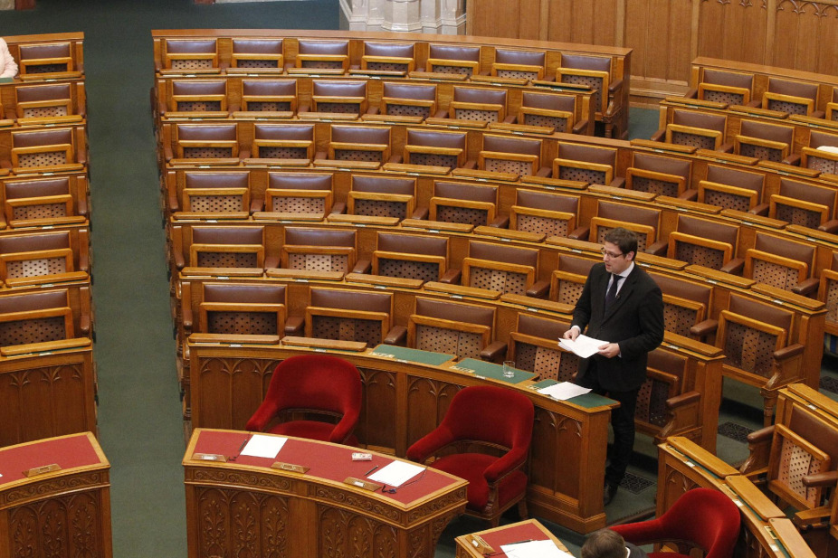 "Fidesz-KDNP to Boycott Special Session of Parliament Debating ""the Secret Acceptance"" of Refugees post's picture"