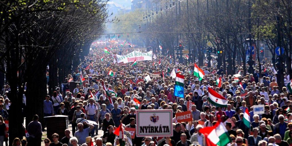 "Fidesz Activists to Organize ""Peace March"" Following Sunday's By-Election Defeat post's picture"