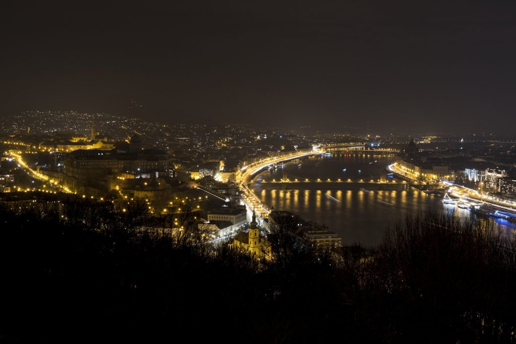 Over 30 Hungarian Cities and Towns Turn the Lights Off for 'Earth Hour' post's picture