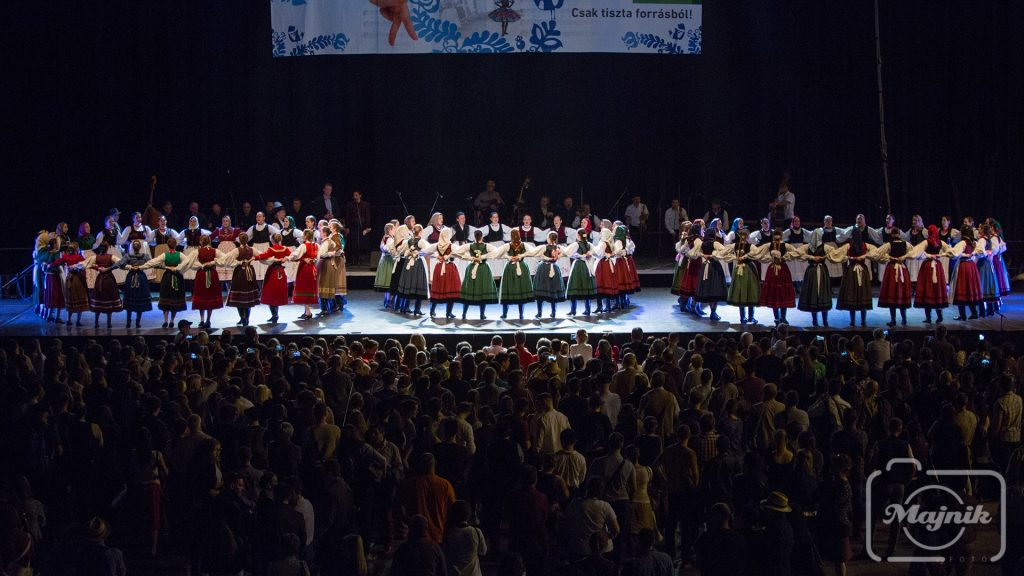 Huge Folk-Dance Celebration Held in Budapest! post's picture