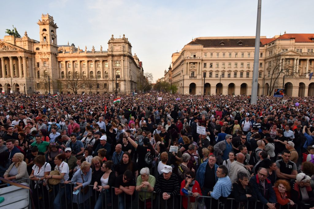 100,000 Hungarians Hit the Streets to Protest Orbán's Electoral Victory post's picture