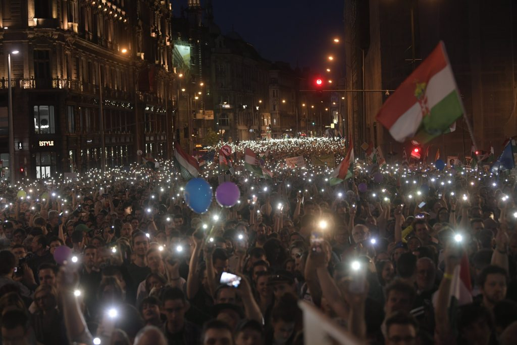 "Tens of Thousands of Hungarians Protest Orbán Gov't, Call for ""New Opposition"" post's picture"