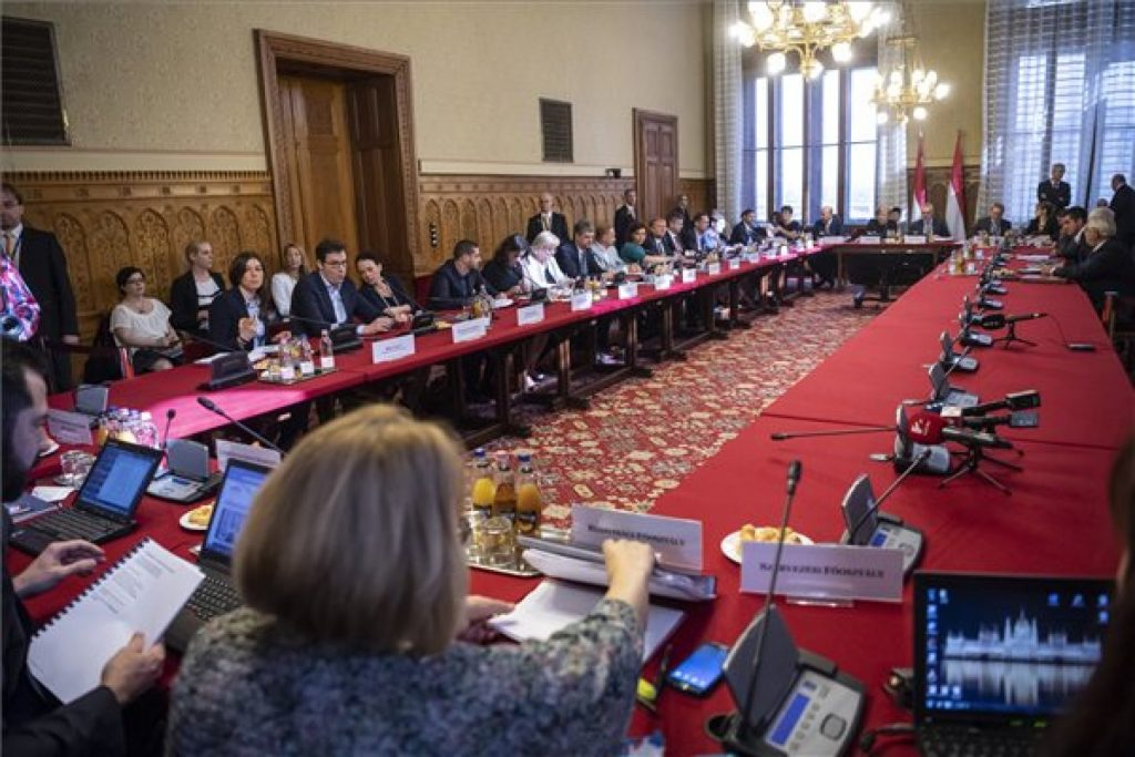 Parliamentary Parties Agree on Committees post's picture