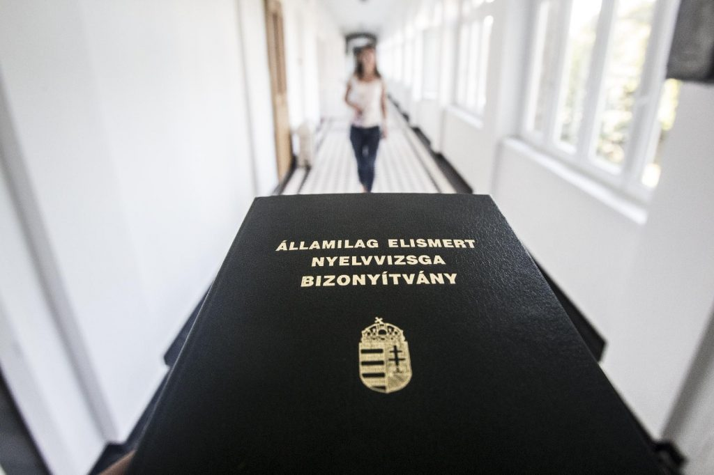 Nearly 100,000 Hungarians Haven't Received Their University Diplomas, Because They Haven't Passed Language Exams post's picture