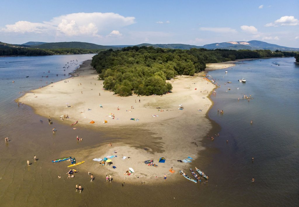 The Most Amazing Beaches of the Danube Bend – Photo Album! post's picture