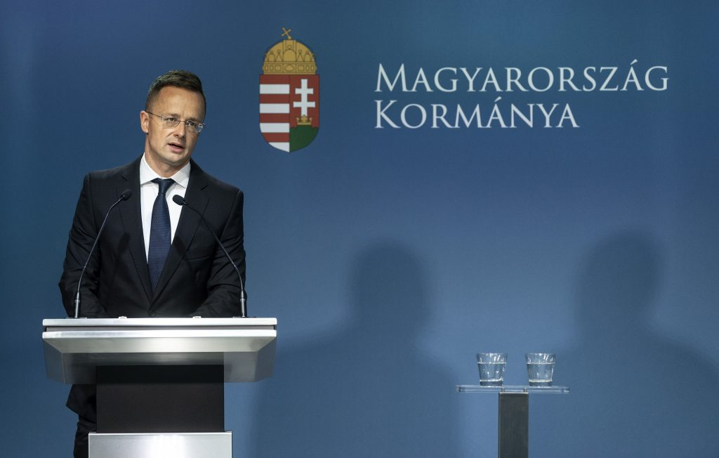 Szijjártó: Hungary to Quit UN Global Migration Compact Approval Process post's picture
