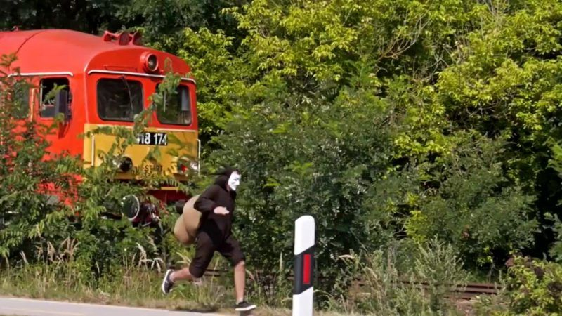 Man Dressed as Snail Races Hungarian Train–and Wins post's picture