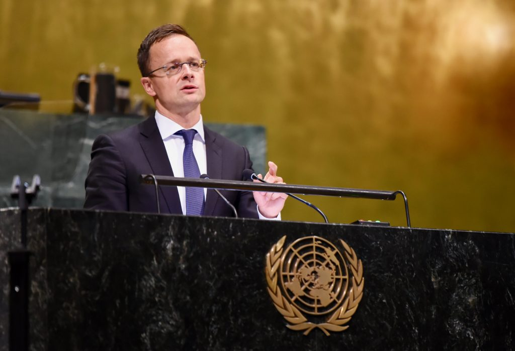 Szijjártó: Hungary Does Not Consider UN Migration Pact Binding post's picture