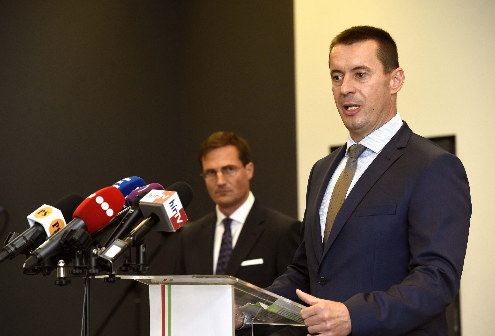 Jobbik to Hold Early Election after EP Fiasco post's picture