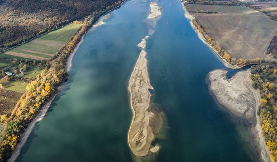 Record Low Water Level on Danube – Hungary in Pictures post's picture
