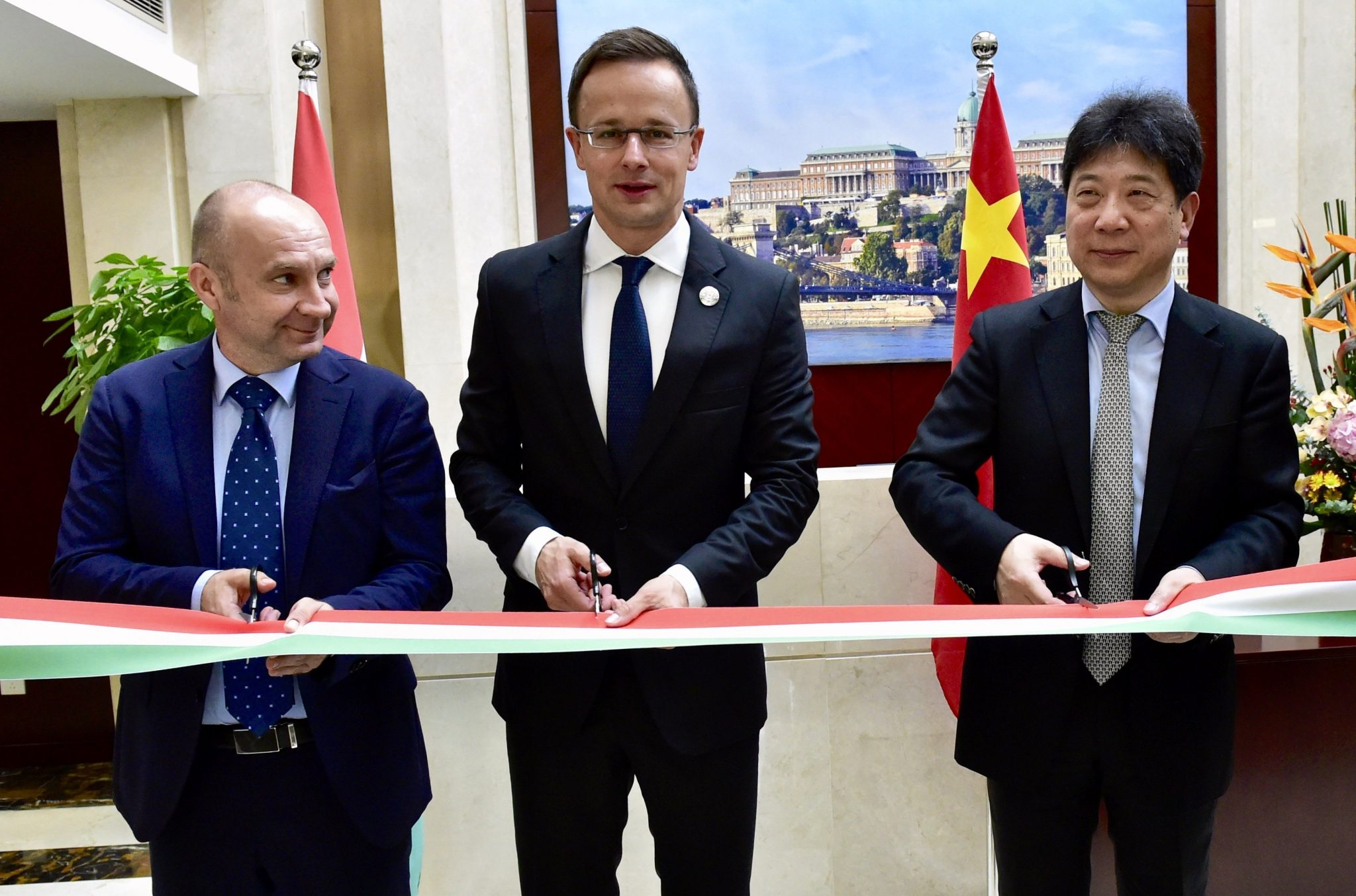 Szijjártó Opens Hungarian Trade Centre in Shanghai post's picture