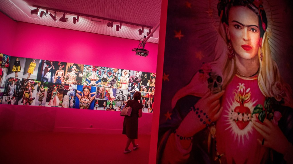 Budapest Frida Kahlo Exhibition Draws Over 220,000 Visitors post's picture