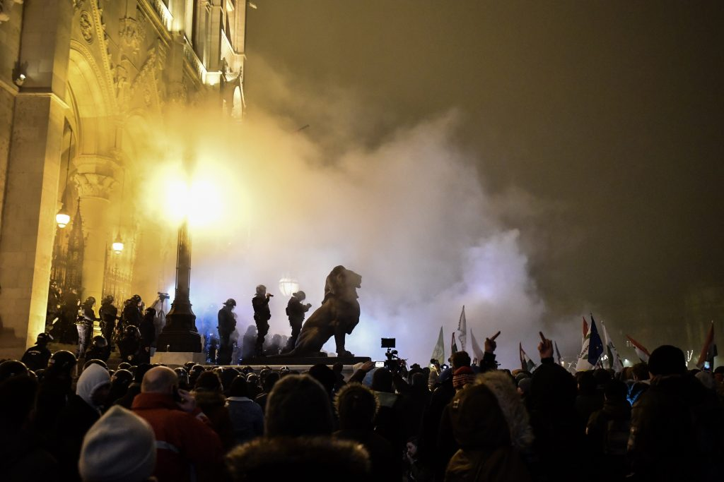 Demonstrators again Clash with Police in Budapest post's picture