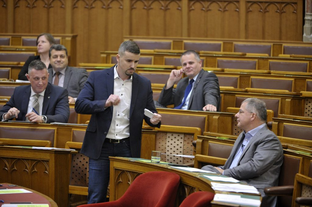 Jobbik to Turn to Top Court if Parlt Passes Fidesz Amendment on Overtime post's picture