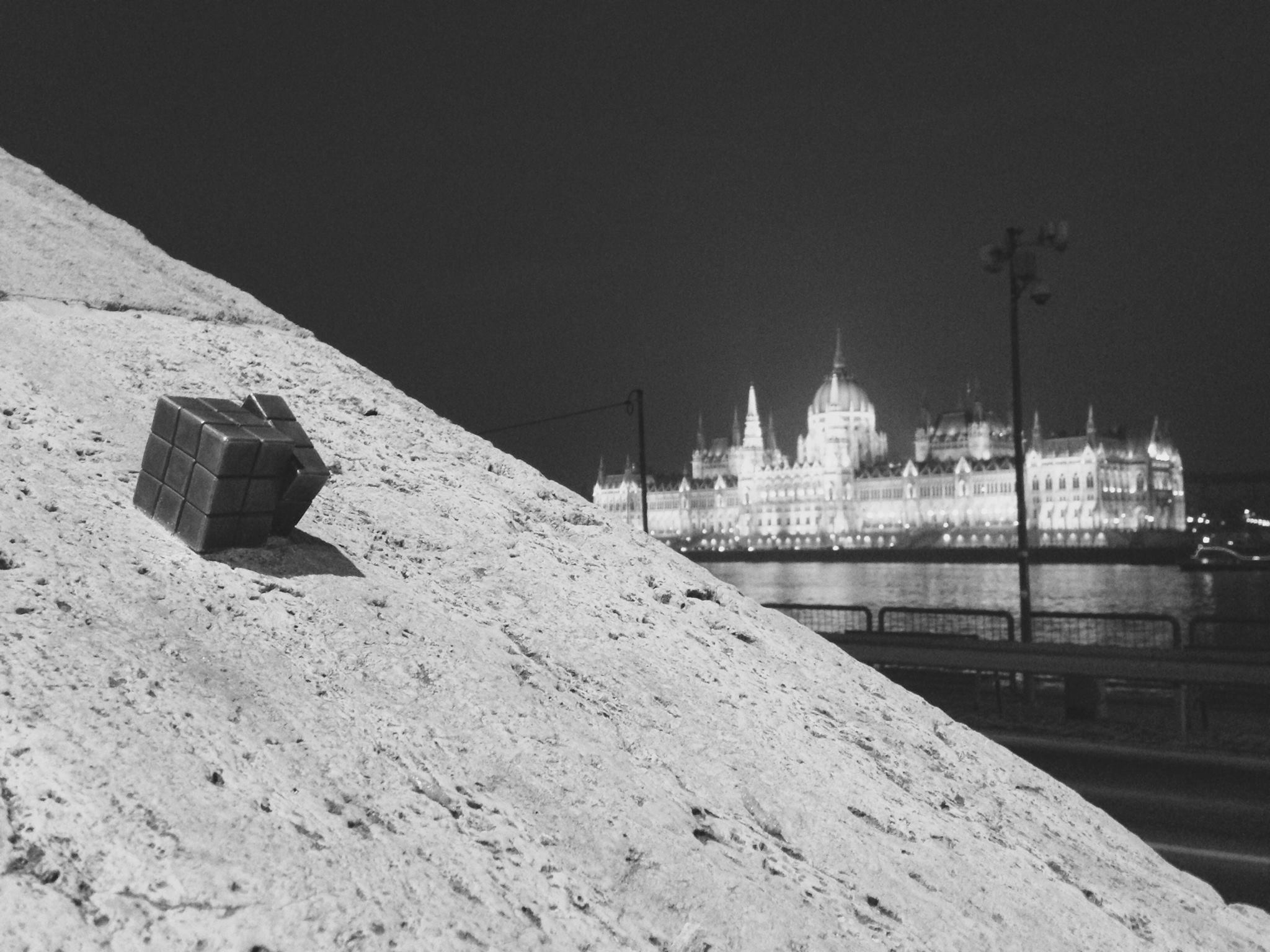 Guerilla-Sculptor's Miniature Rubik's Cube Appears in Budapest post's picture