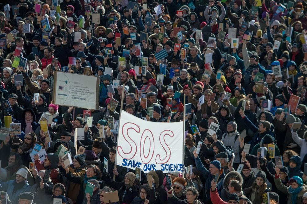 Alors que la pression du gouvernement augmente sur le MTA, beaucoup expriment leur solidarité