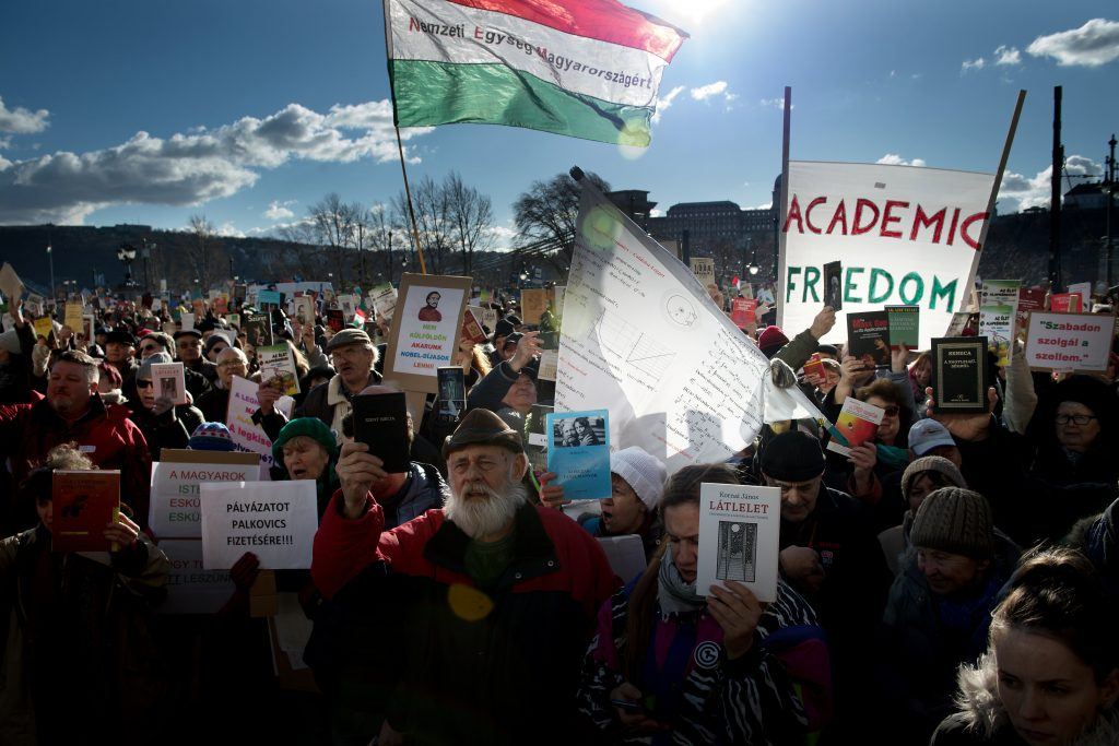 """Govt Plan to """"Reorganise"""" Academy of Sciences Triggers Protest post's picture"""