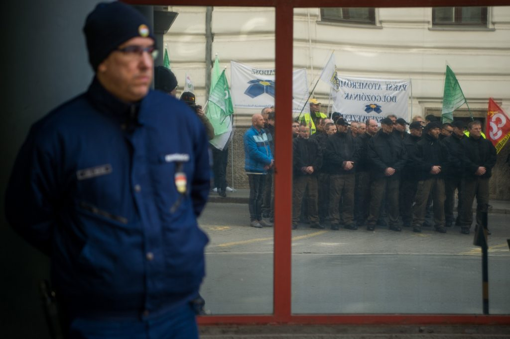 Two-hour Warning Strike Held at Paks Nuclear Power Plant post's picture