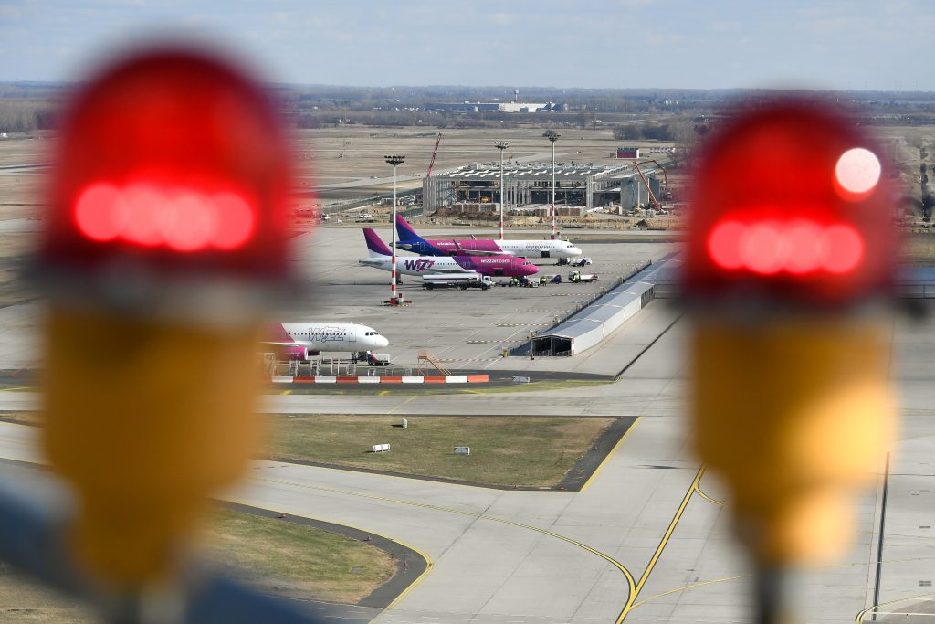 Pilots Complain of Lasers Disrupting Take-offs, Landings at Budapest Airport post's picture